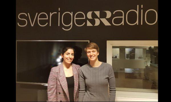 Delal Apak och Siri Helle framför studion hos Sveriges Radio