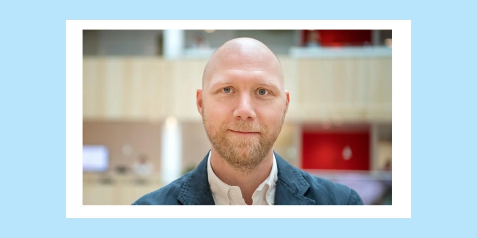 Ola Fernvall i kontorsmiljö