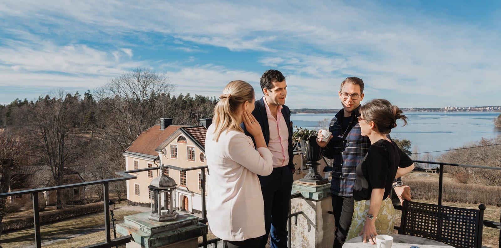 Anök till Novares ledarprogram Emerge för ledare