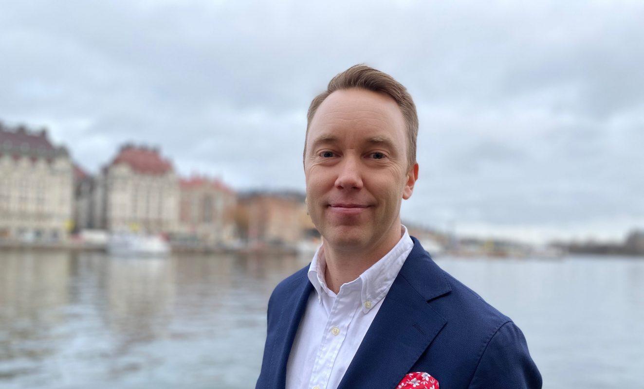Viktor Karlsson till Novare